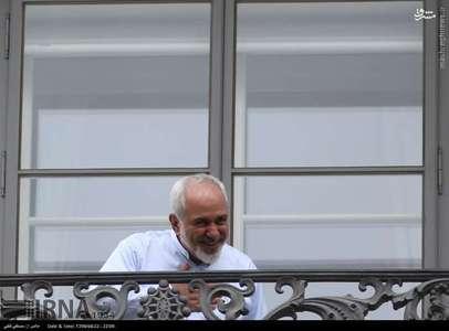 صحبت ظریف با خبرنگاران از بالکن/تصاویر