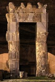 کاخ صد دروازه
