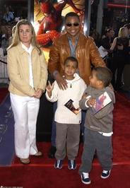 کوبا گودینگ جونیور بازیگر آمریکایی در سال 1994 با سارا کوپفر ازدواج کرد. آنها دارای سه فرزند هستند