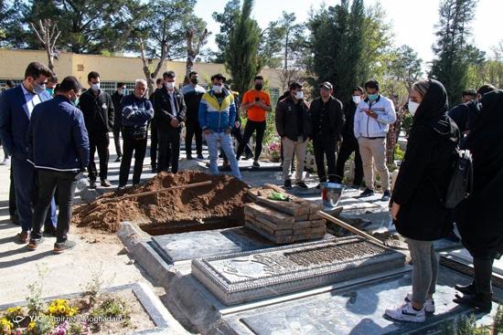 عکسهایی از مراسم تدفین آزاده نامداری