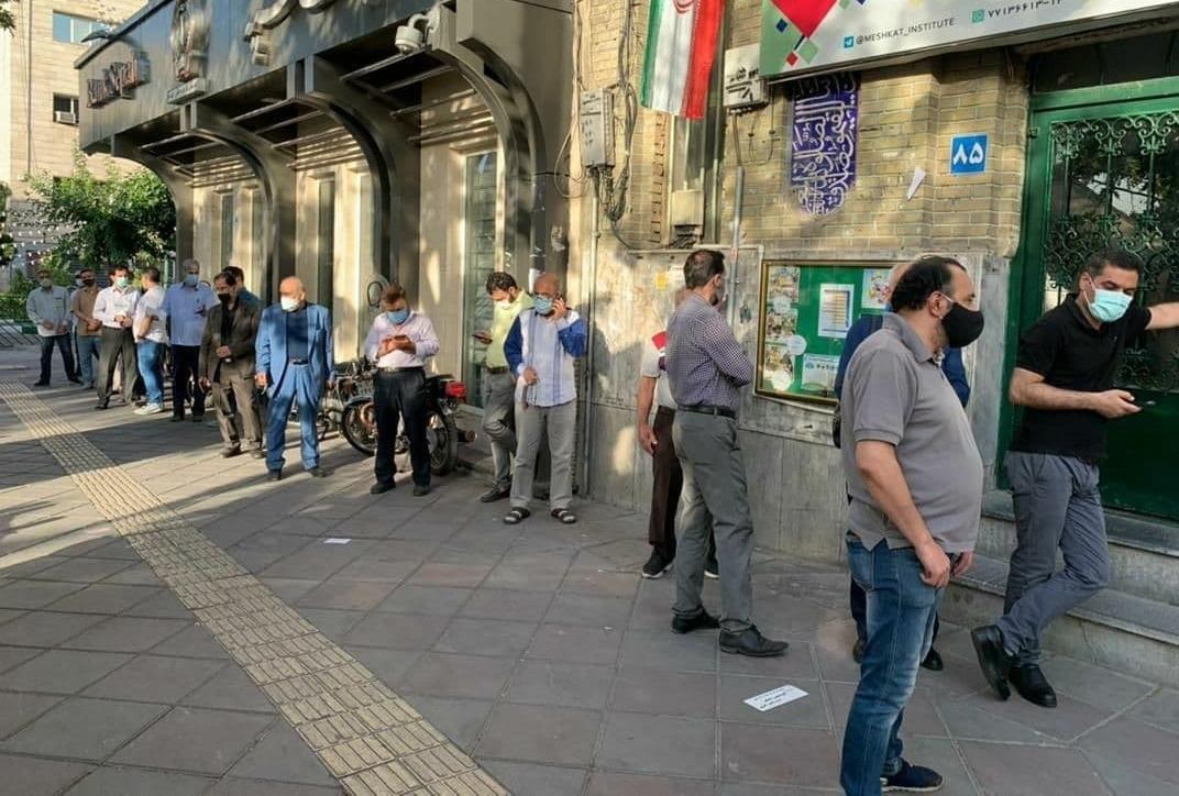 رایگیری در نخستین دقایق انتخابات ۱۴۰۰ - مسجد النبی نارمک تهران