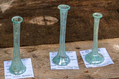 ظرف های شیشه ای که در تحقیقات گورستان کیل دره در نزدیکی سواستاپل کشف شد