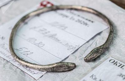 دستبند برنزی که در تحقیقات گورستان کیل دره در نزدیکی سواستاپل کشف شد
