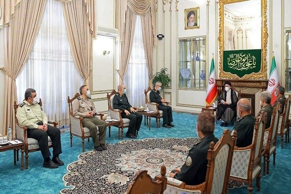 دیدار رییس ستاد کل نیروهای مسلح با آیت الله رئیسی + جزئیات