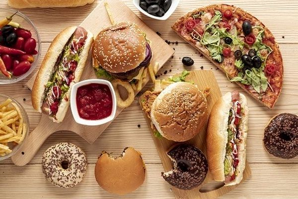 شام خوردن در این ساعات ممنوع/ دیر شام خوردن چه زیان هایی دارد؟