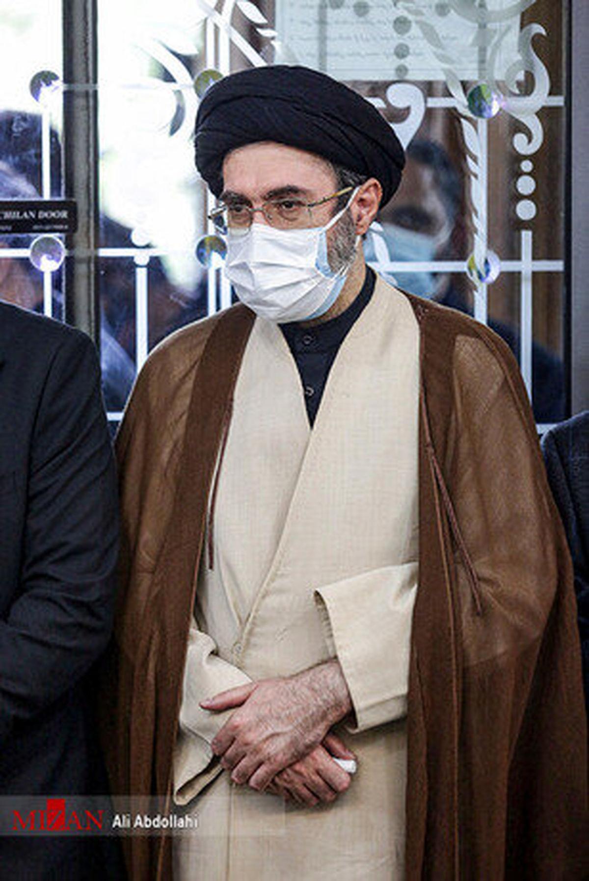 تصاویری از پسر رهبر انقلاب در مراسم ختم