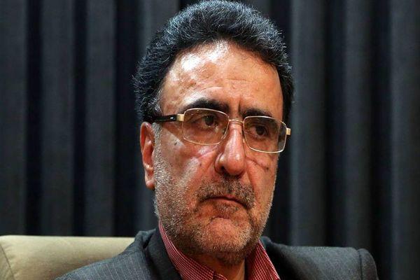 حضور تاجزاده برای ثبتنام در وزارت کشور