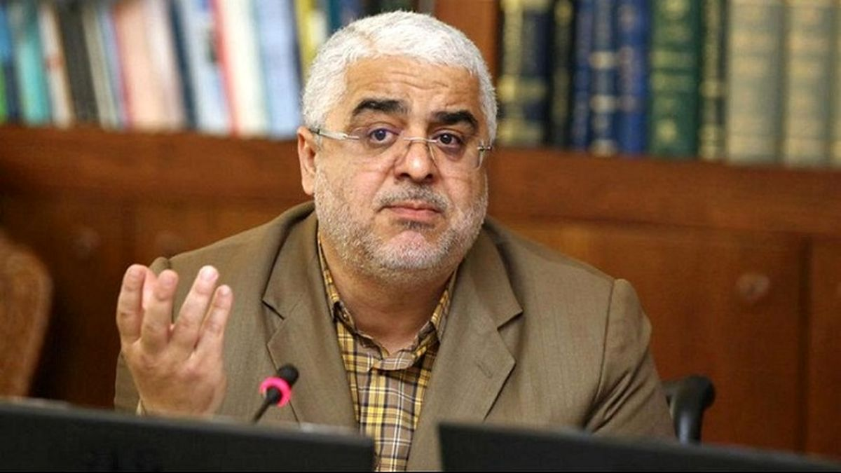 انتقاد تندجعفرزاده: رگ گردن آقایان برای وضعیت معیشت بیرون بزند نه فضای مجازی