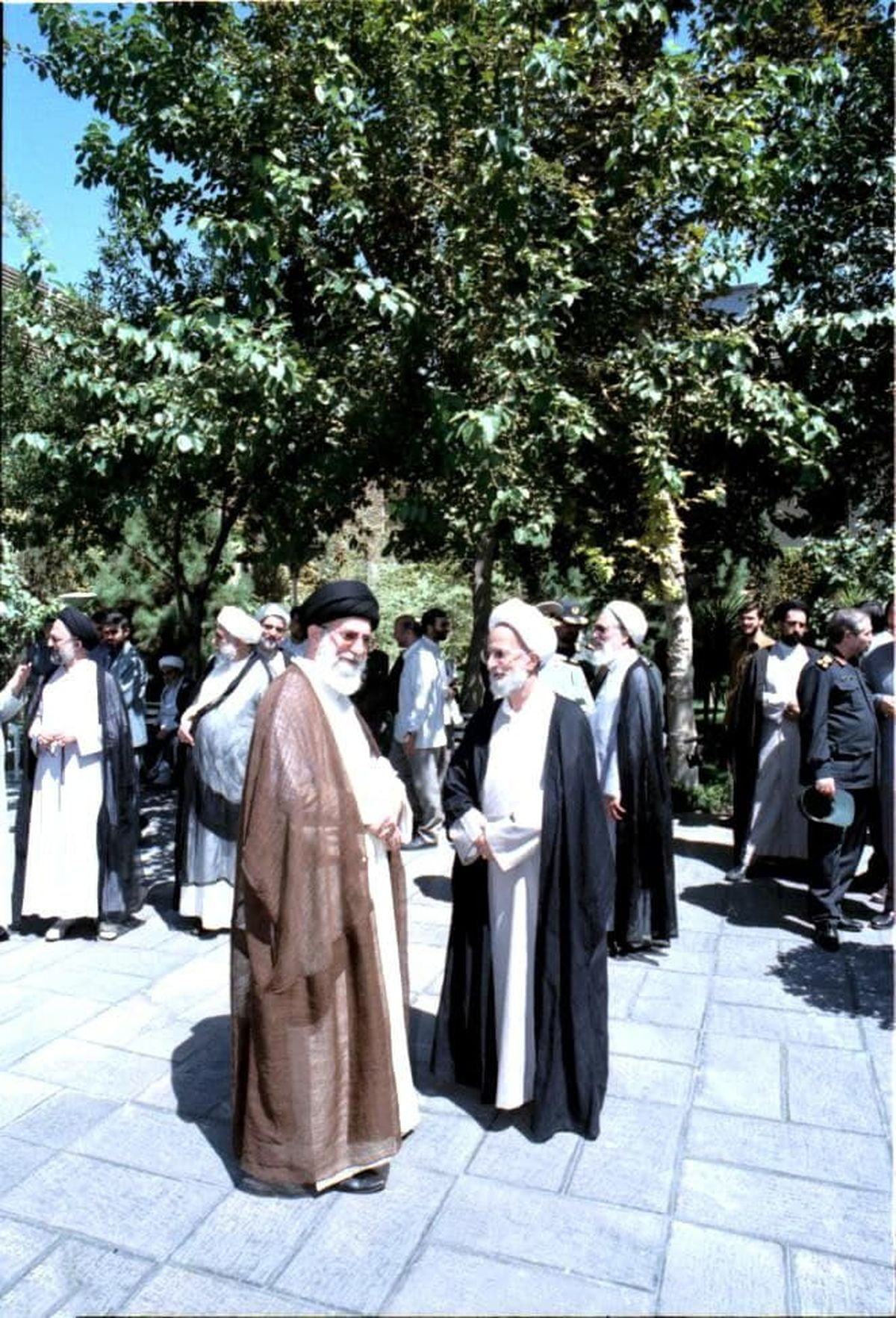 عکسی دیده نشده و ویژه از آیتالله مصباح یزدی در کنار رهبر انقلاب