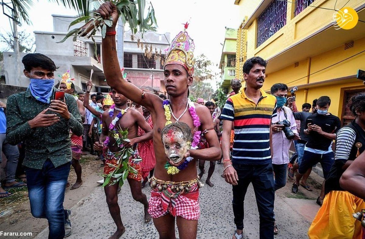 راهپیمایی هندوها با جمجمه انسان! +عکسها