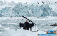 تصاویری دیدنی از پیانو نوازی روی یخهای شناور قطب شمال