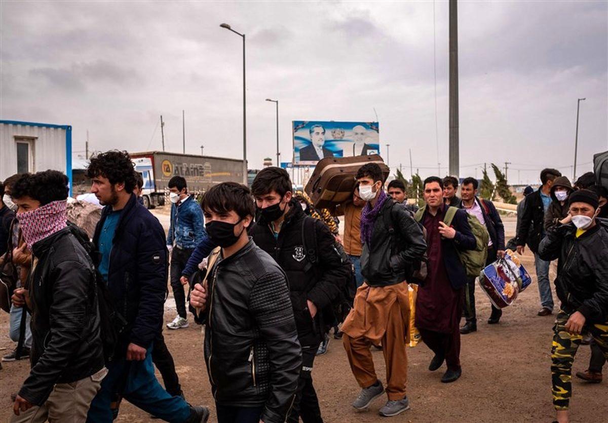 فرار شبانگاهی مردم و مسوولان افغانستانی به سوی ایران