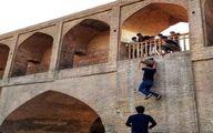تصویر تلخ؛بارفیکس زدن با ناودان سی و سه پل اصفهان