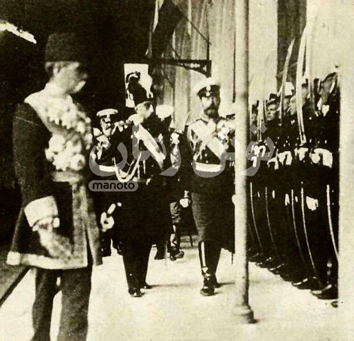 عکس ناب از مظفرالدین شاه و تزار روسیه در ایستگاه راه آهن سن پترزبورگ