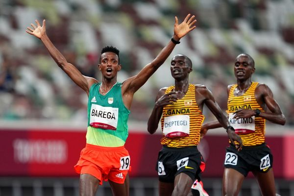 دونده ۲۱ ساله اتیوپی، قهرمان و رکورددار ۱۰ هزار متر جهان را شکست داد