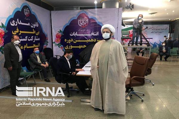 تصویر اولین نخستین ثبتنامکننده روز چهارم انتخابات ریاستجمهوری