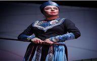 پوشش متفاوت همسر جواد عزتی در یک تئاتر + عکس