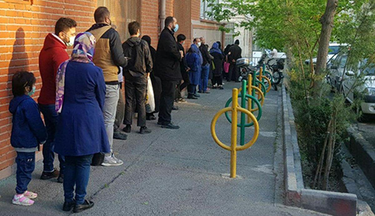 عکس دیده نشده از صف عجیب ملاقات مردمی با احمدینژاد