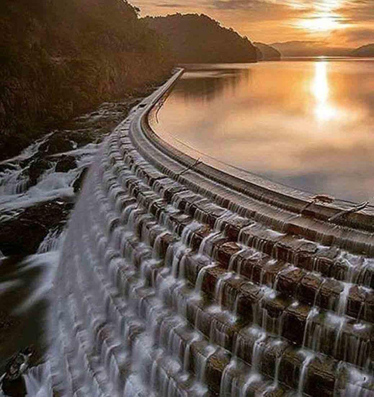 تصویر زیباترین تاج و دریاچه سد جهان