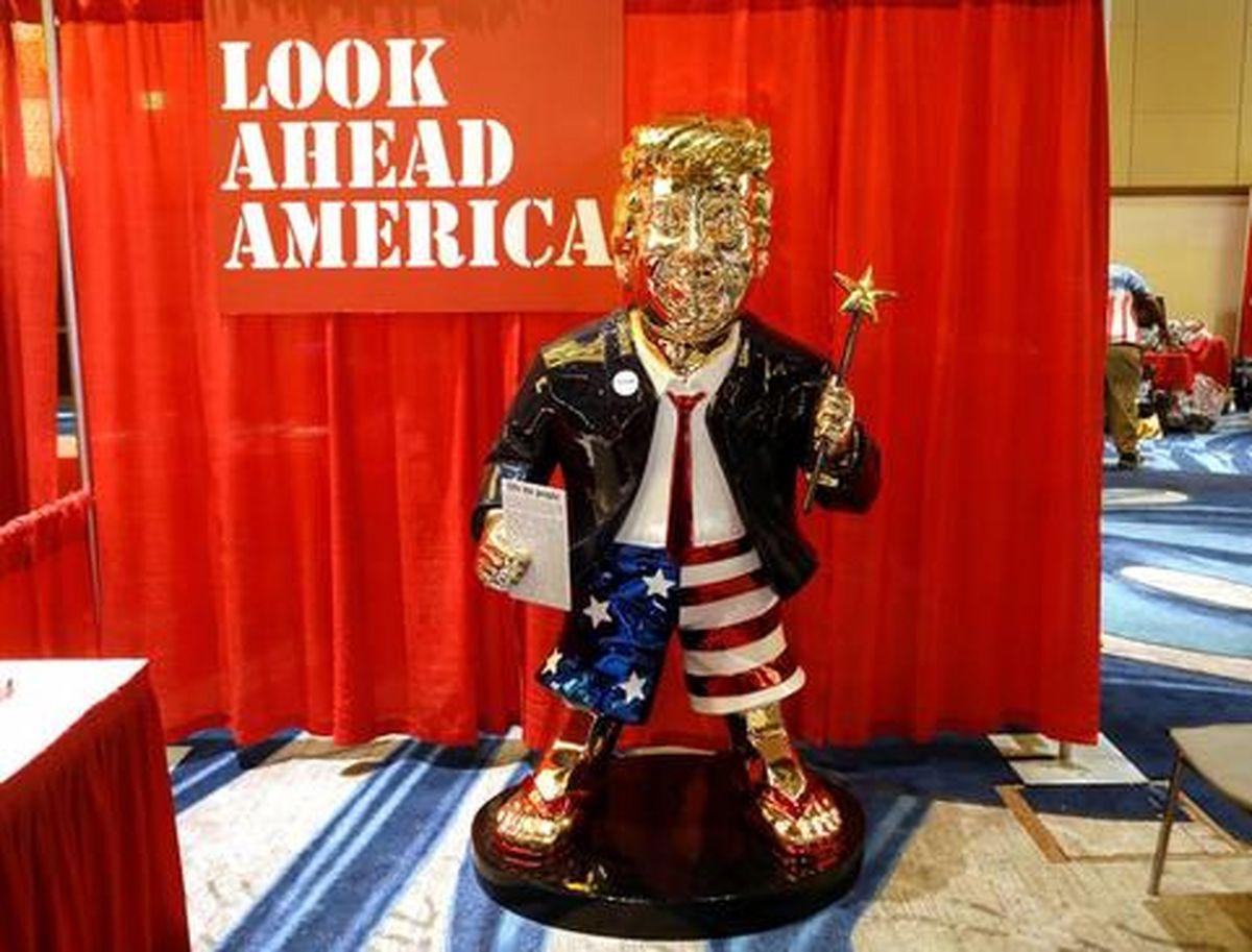 عکس جدید از مجسمه طلایی از دونالد ترامپ