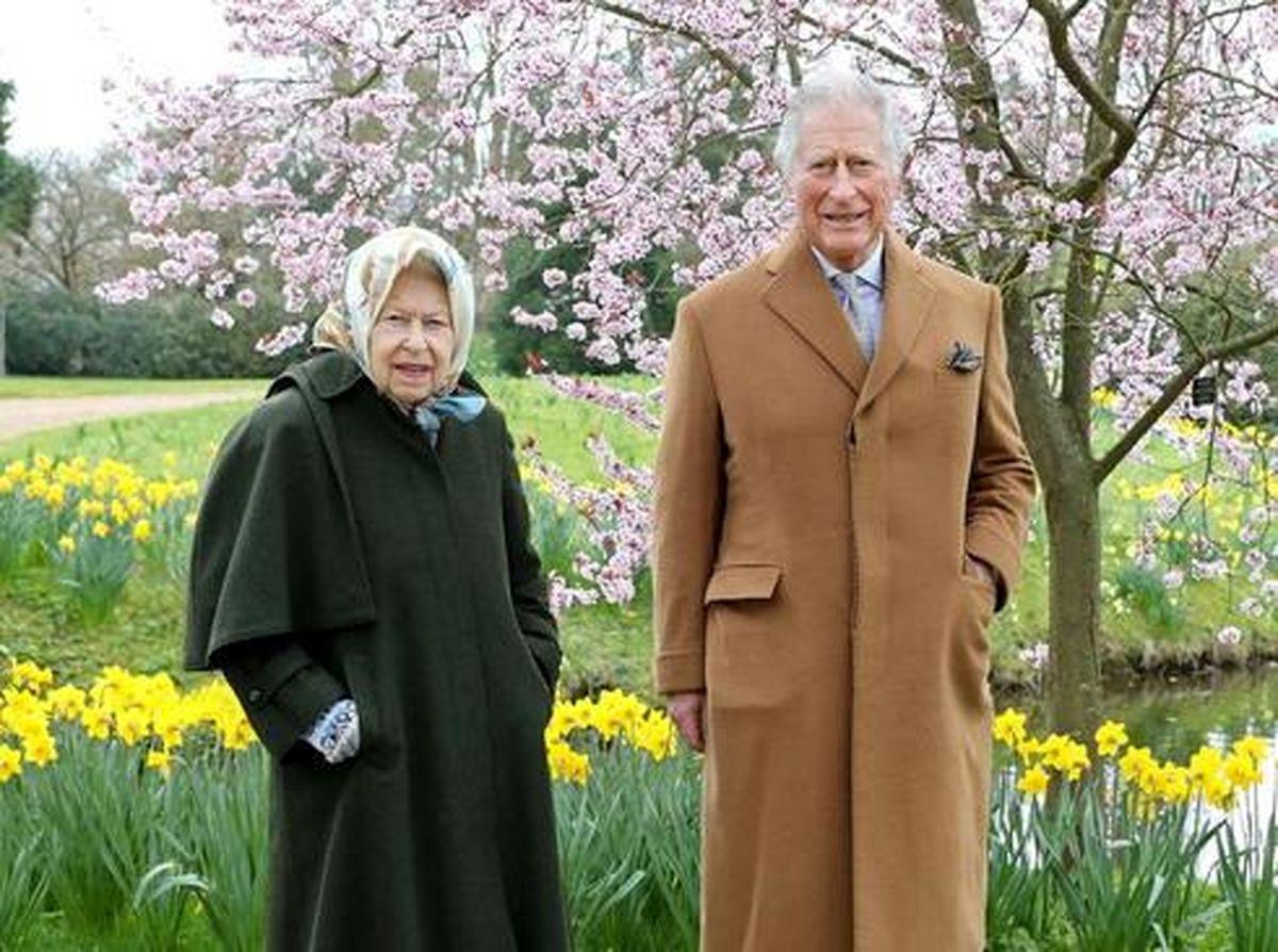 """عکس جدید و دیده نشده از ملکه بریتانیا و پسرش """"شاهزاده چارلز"""""""