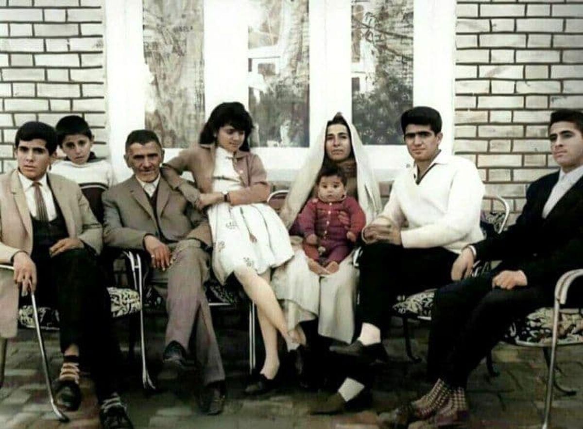 عکس قدیمی و دیده نشده از شجریان به همراه خانواده