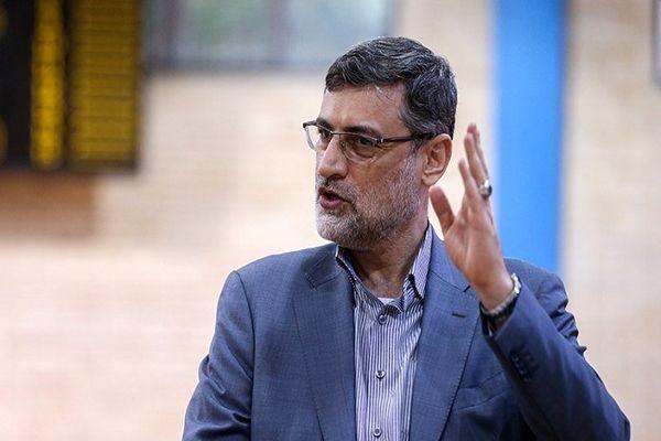 حضور قاضیزاده هاشمی برای شرکت در انتخابات در حرم امام رضا