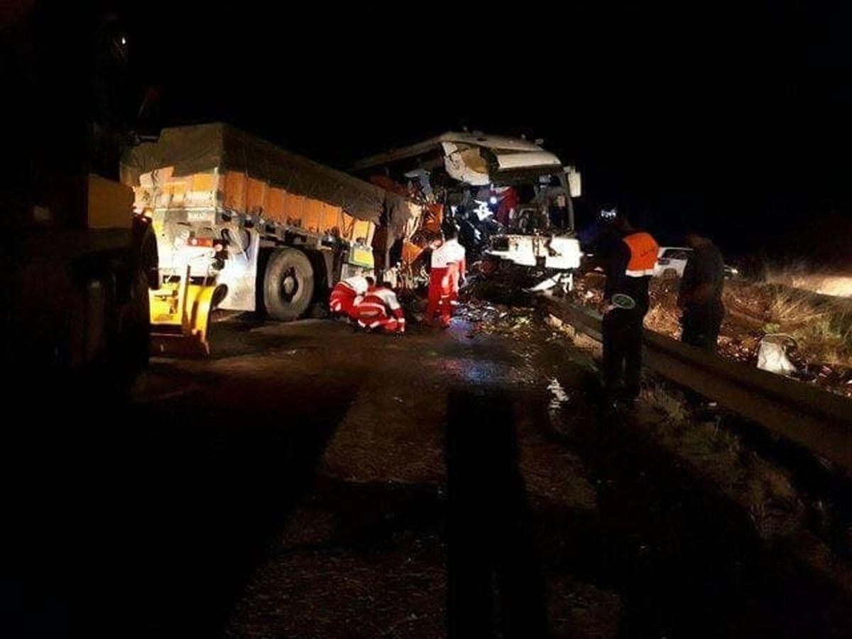 تصادف شاخ به شاخ مرگبار اتوبوس و کامیون در اردبیل