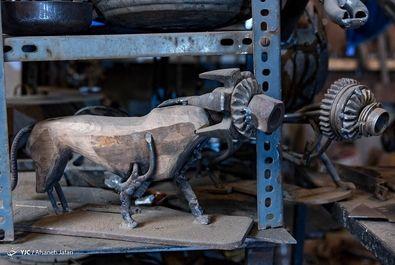 مجسمه فلزی