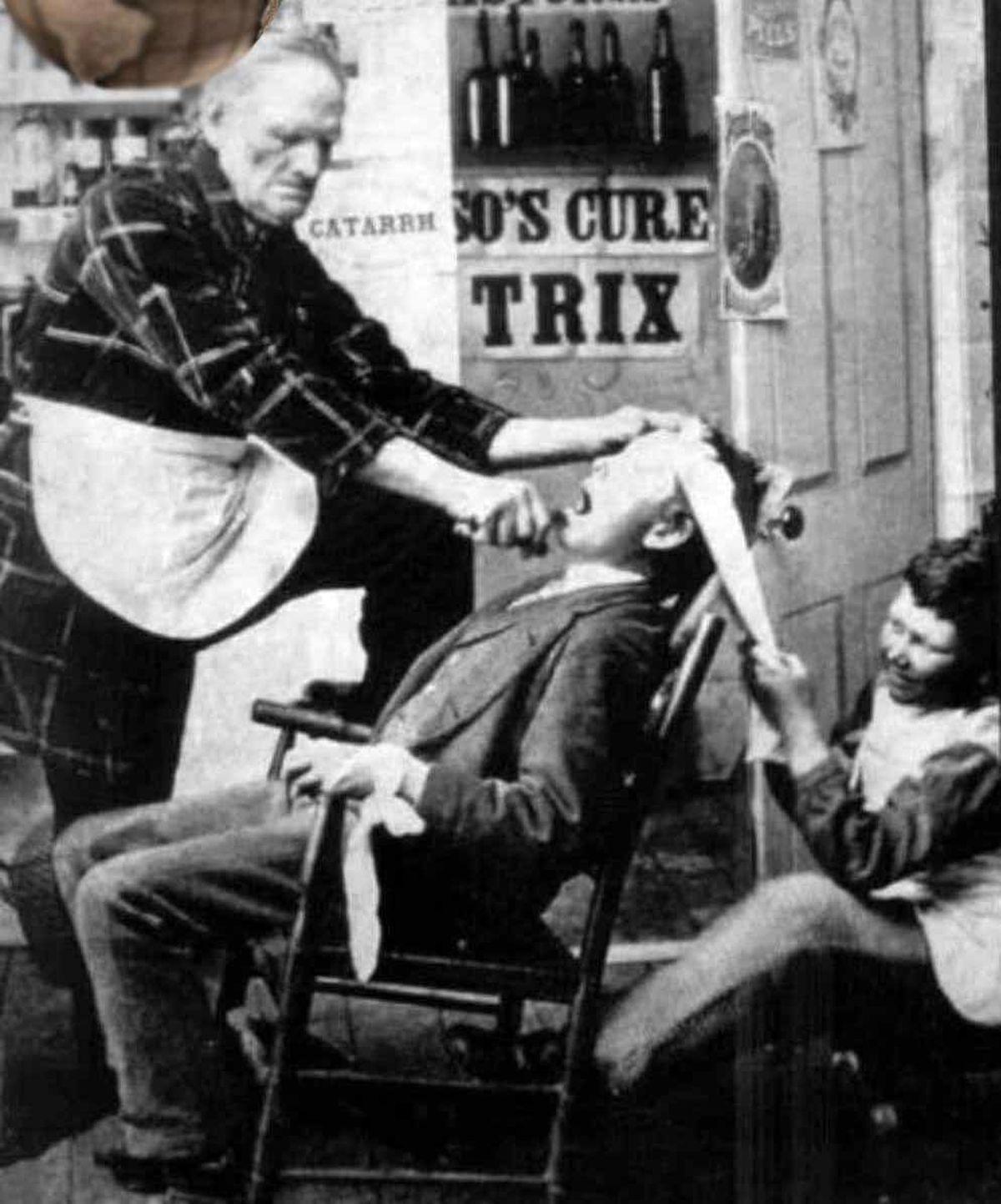 تصویر عجیب از روش کشیدن دندان در یک قرن پیش