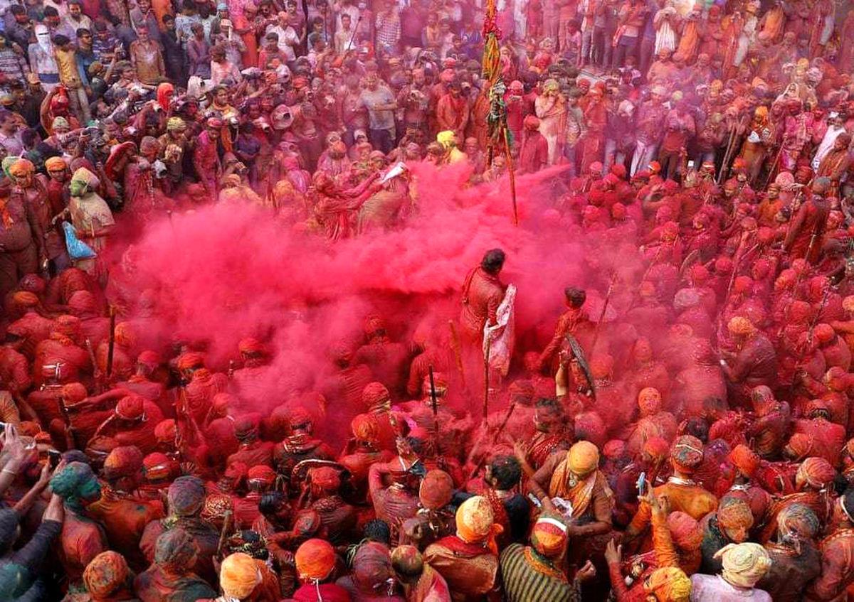 جشن هولی در هند با حضور هزاران نفر برگزار شد+عکسها