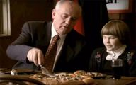 گورباچف آخرین رهبر شوروی در تبلیغ یک پیتزای آمریکایی