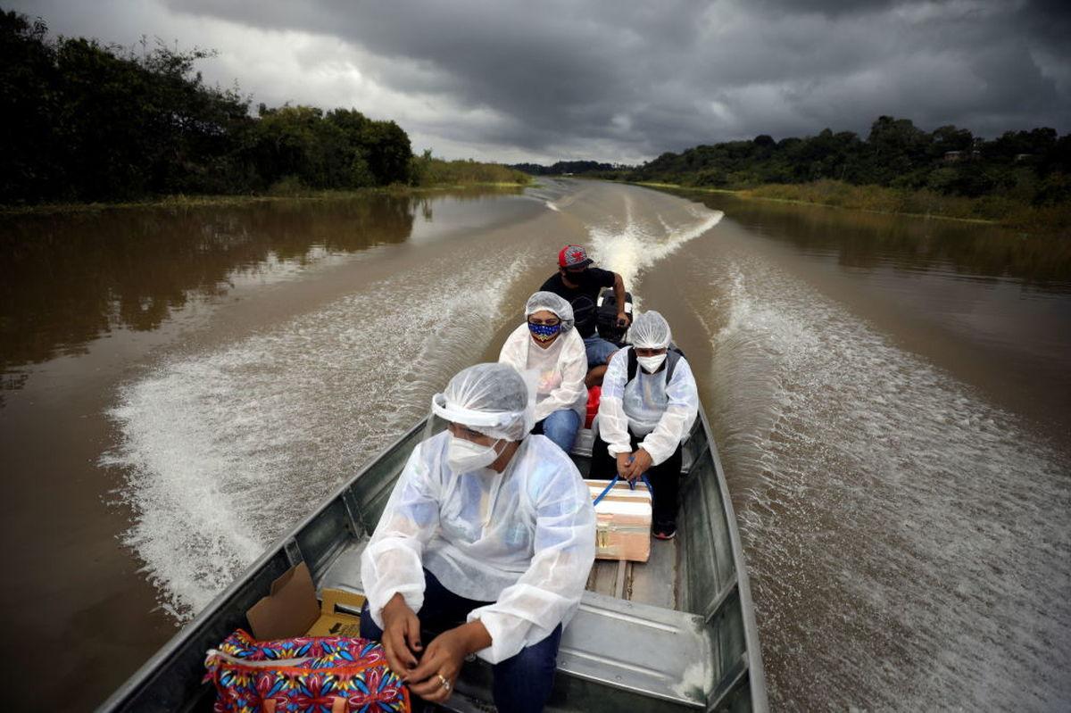 تصویری زیبا از کارمندان بهداشت برزیل سوار بر قایق