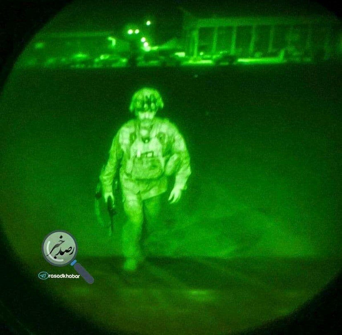 عکس| لحظه ترک آخرین نظامی آمریکا، از افغانستان