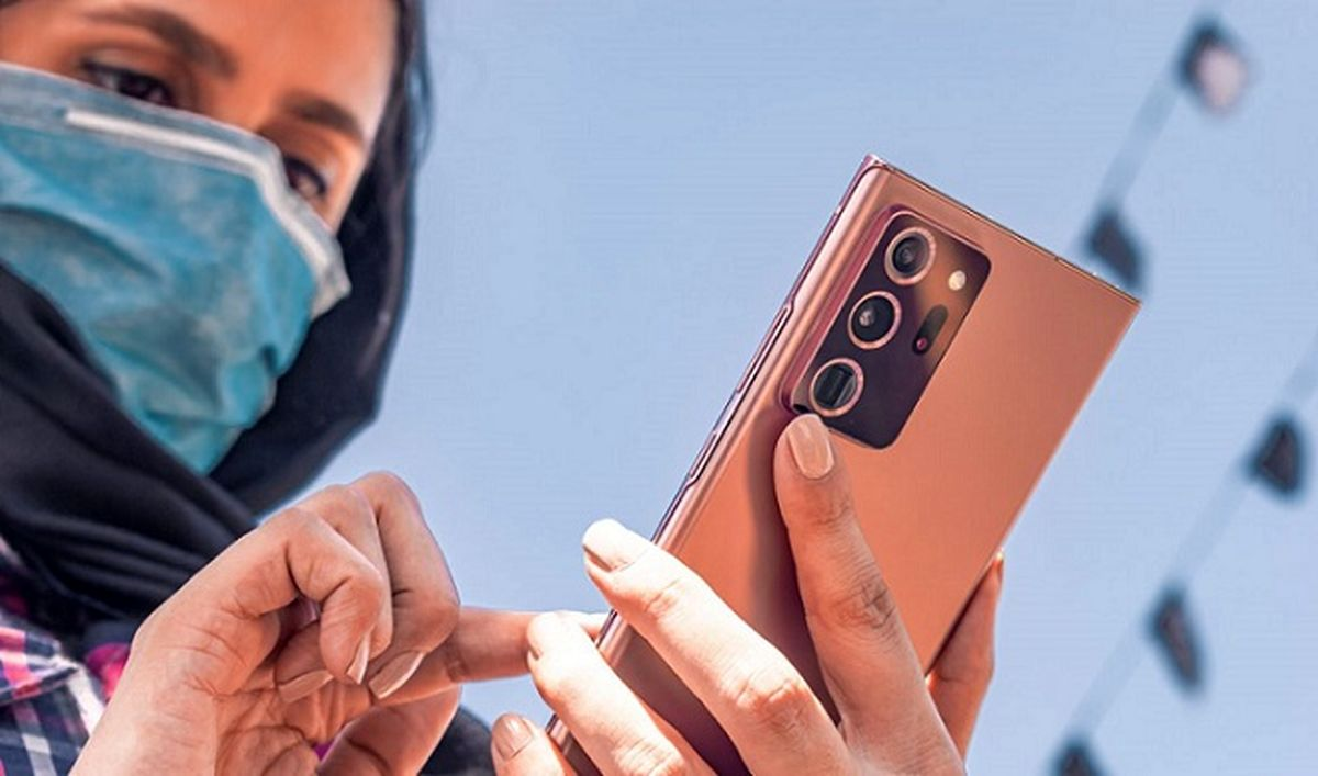 شخصیت شناسی با نحوه دست گرفتن گوشی + عکس