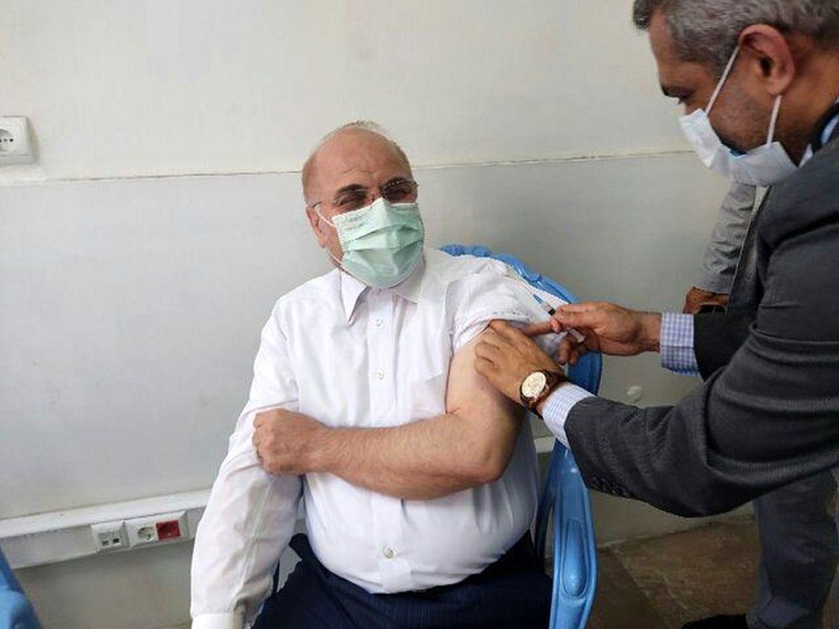 لحظه تزریق واکسن کرونا به محمد باقر قالیباف