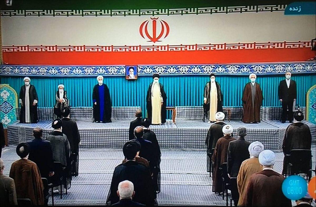 لحظه ورود رهبر انقلاب به مراسم تنفیذ سیزدهمین دوره ریاستجمهوری اسلامی