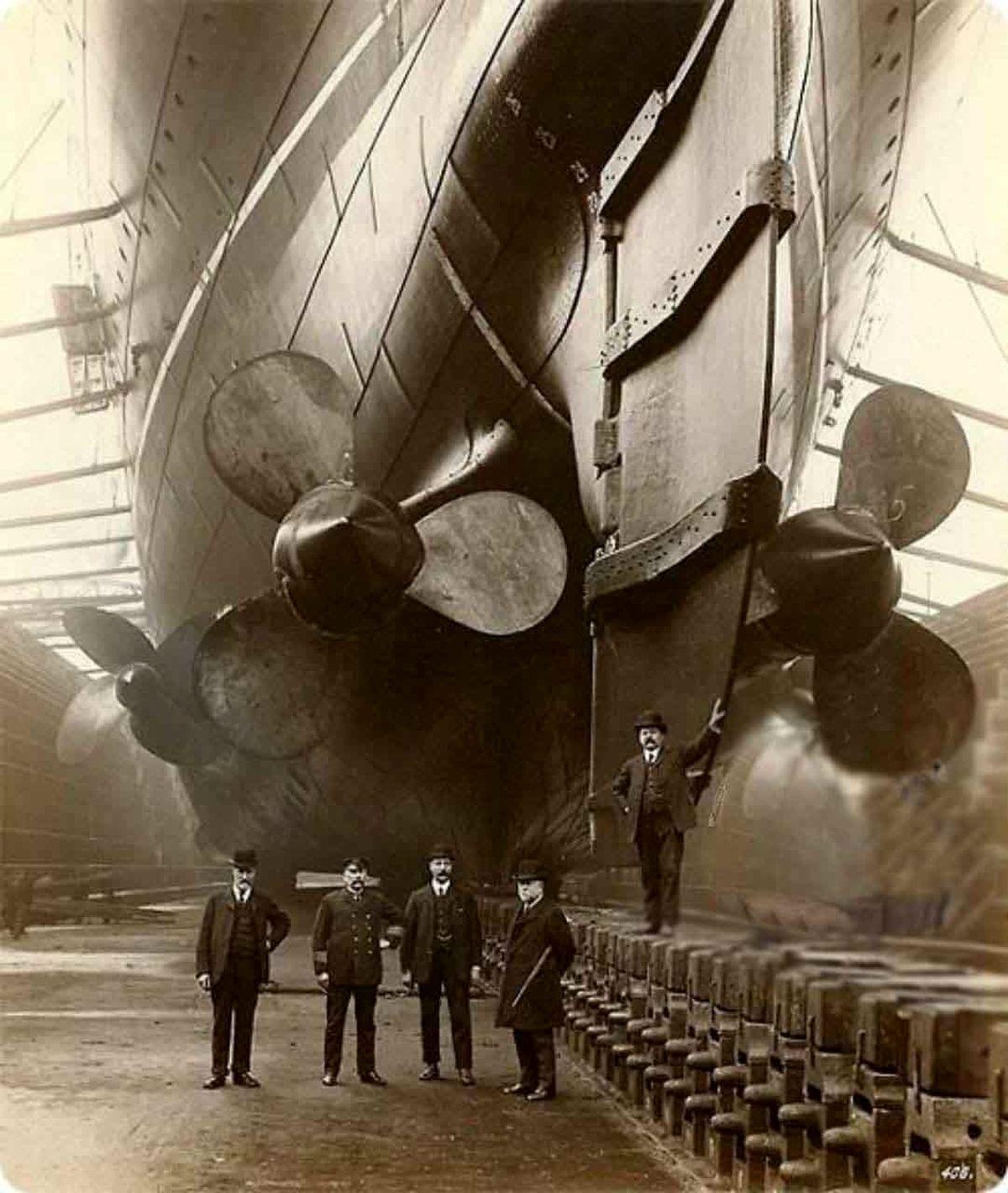 عکس یادگاری دیدنی از مهندسان سازنده کشتی تایتانیک یک روز قبل از به آب اندازی