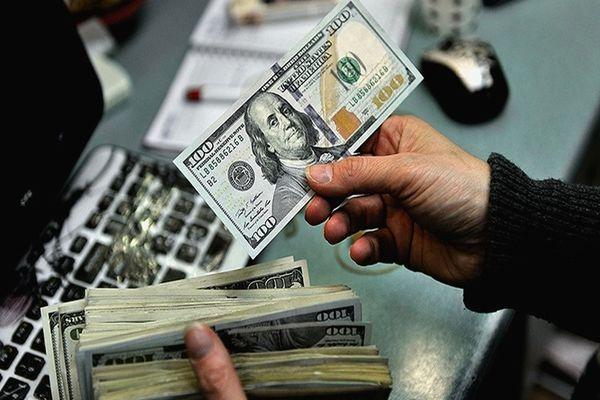 آخرین قیمت دلار امروز 18 اردیبهشت / دلار همچنان در کانال ۲۰ هزار تومان