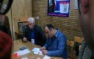 تصویر/ مهران غفوریان در حال نوشتن رای