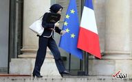 حجاب وزیر دفاع فرانسه هنگام خروج از کاخ الیزه/تصاویر