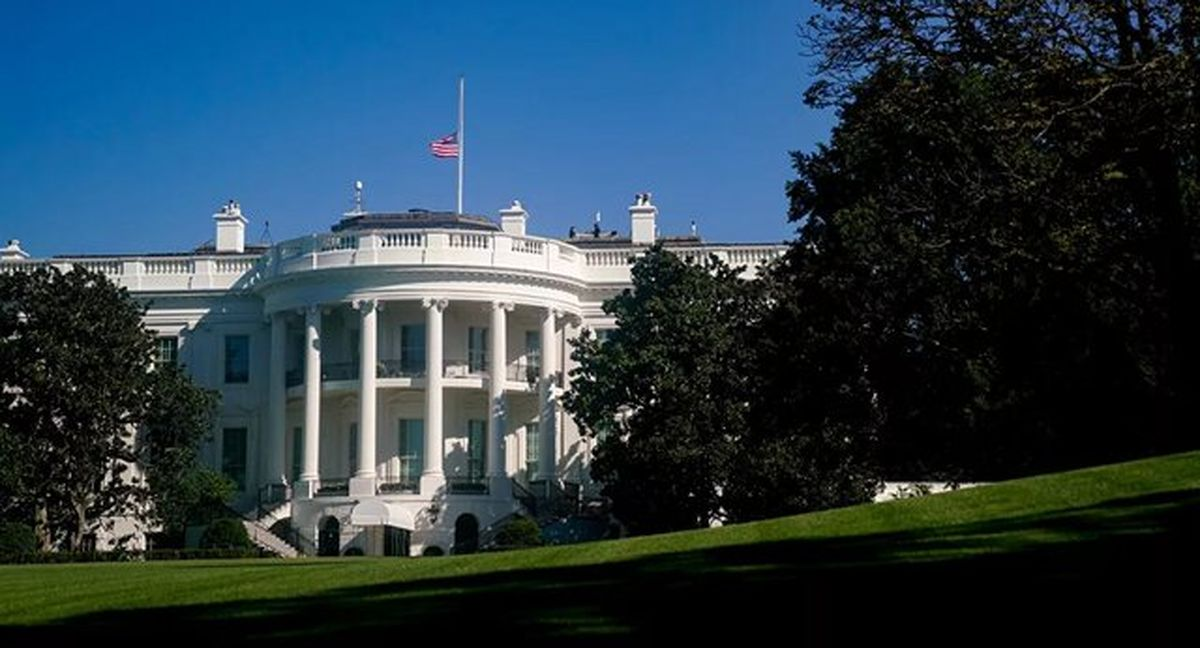 پرچمهای کاخ سفید نیمه افراشته شدند + عکس