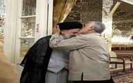 بوسه سردار سليماني بر پيشاني رييسي/ عكس