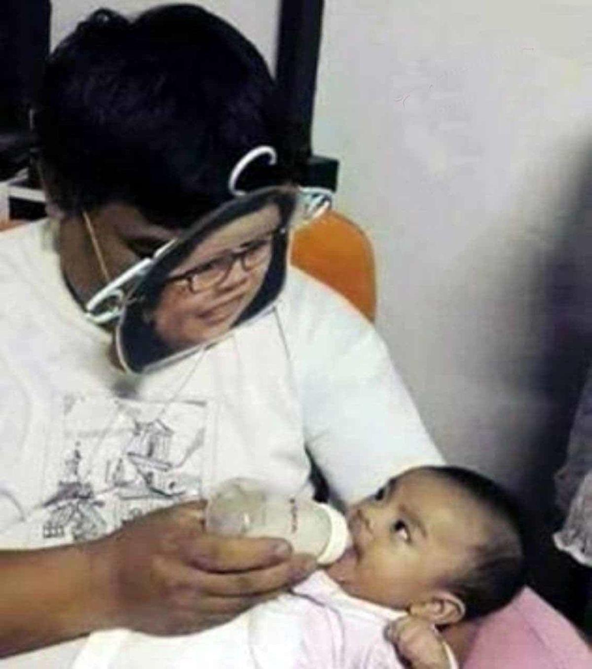 تصویر دیدنی از ایده یک پدر برای شیر دادن به نوزاد